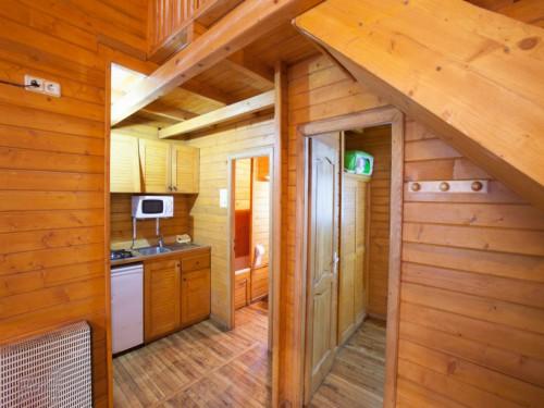 detalle cocina bungalow grande camping fontfreda